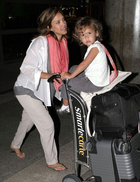Jessica Alba Pictures - Pregnant Jessica Alba And Daughter Honor Arriving On A Flight At LAX - Zimbio
