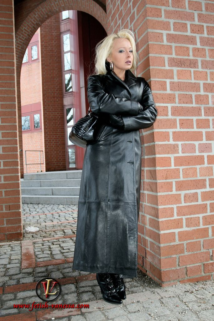 Lederlady | Outfit ideas for my wife | Long leather coat ...