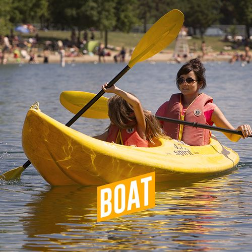 At Parc Jean-Drapeau, you can rent pedal boats, canoes, kayaks and mayaks and navigate between the Beach and the Casino de Montréal.