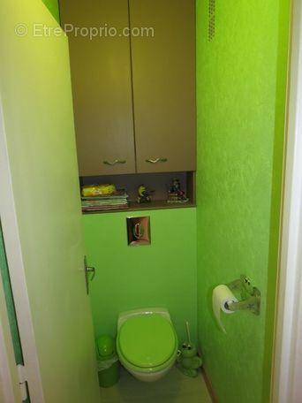 Toilettes 1 17m avec wc suspendu meuble sur mesure au - Meuble au dessus wc ...