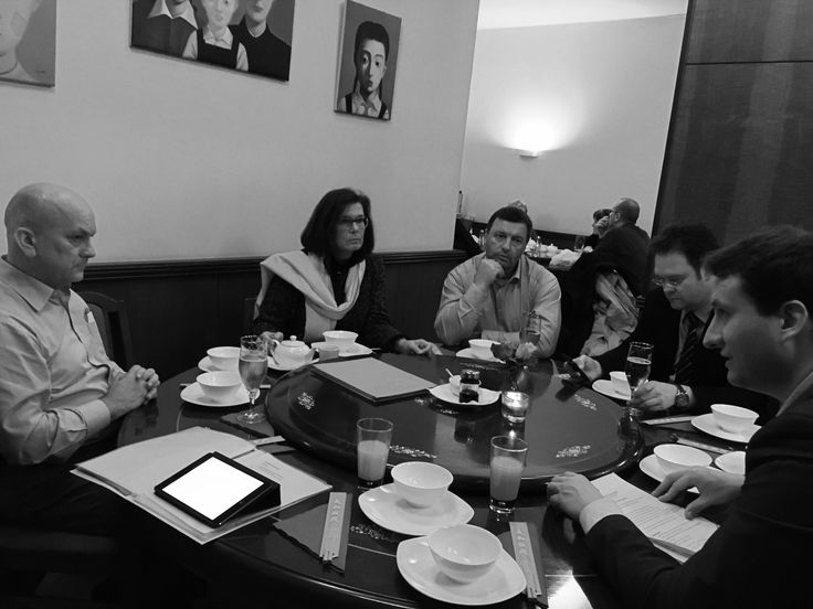"""Landesgruppe der Thüringer CDU-Bundestagsabgeordneten traf sich im Restaurant """"Peking Ente"""" in Berlin für ernsthafte Themen: Strompreise, Stromtrassen, Jugend und Parlament, Forschungslandschaft sowie Terminfindung bis zum Ende der Legislatur."""