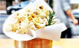 Uma seleção de receitas de pipocas gourmet salgadas e doces, que levam desde alecrim à favas de baunilha.