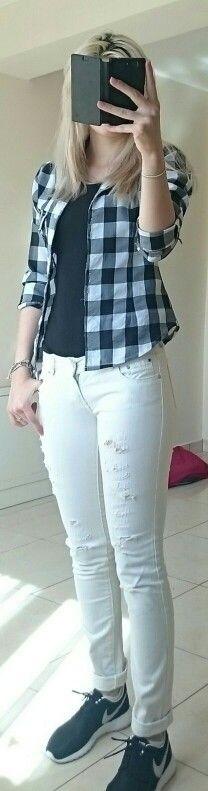 OOTD black and white: black nike sneakers, white jeans,  black t-shirt,  black and white shirt