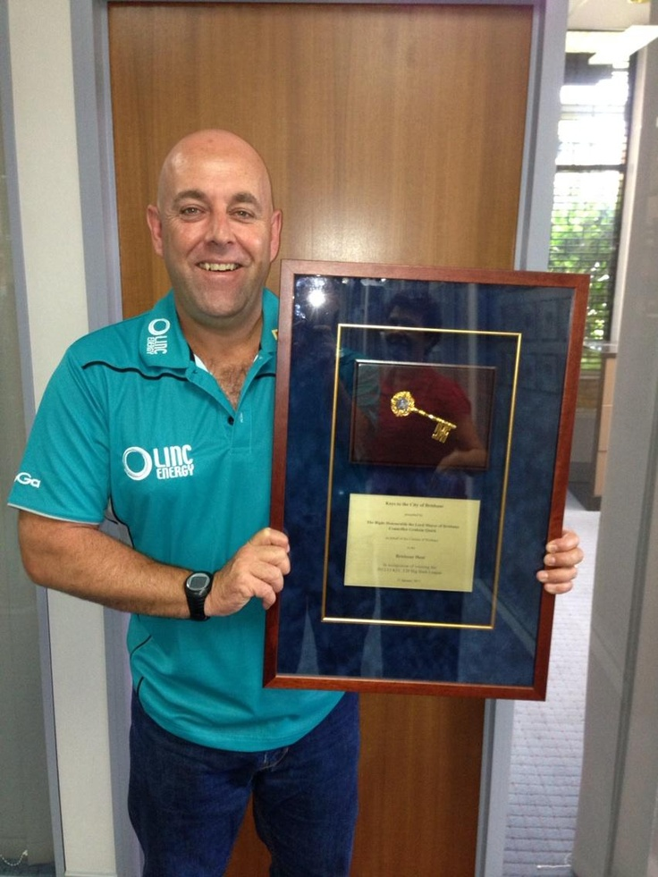 Darren Lehmann with the keys to the city of Brisbane after the Brisbane Heat won T20 Big Bash League 2013