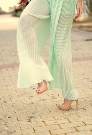 Pantalones Verde suave/Manzana/Té  primavera urbano zara verde pantalones Transparente aguamarina falda pantalón  Zara , Primavera-Verano 2012. En el armario de corazondemaniqui desde el 20-4-2012