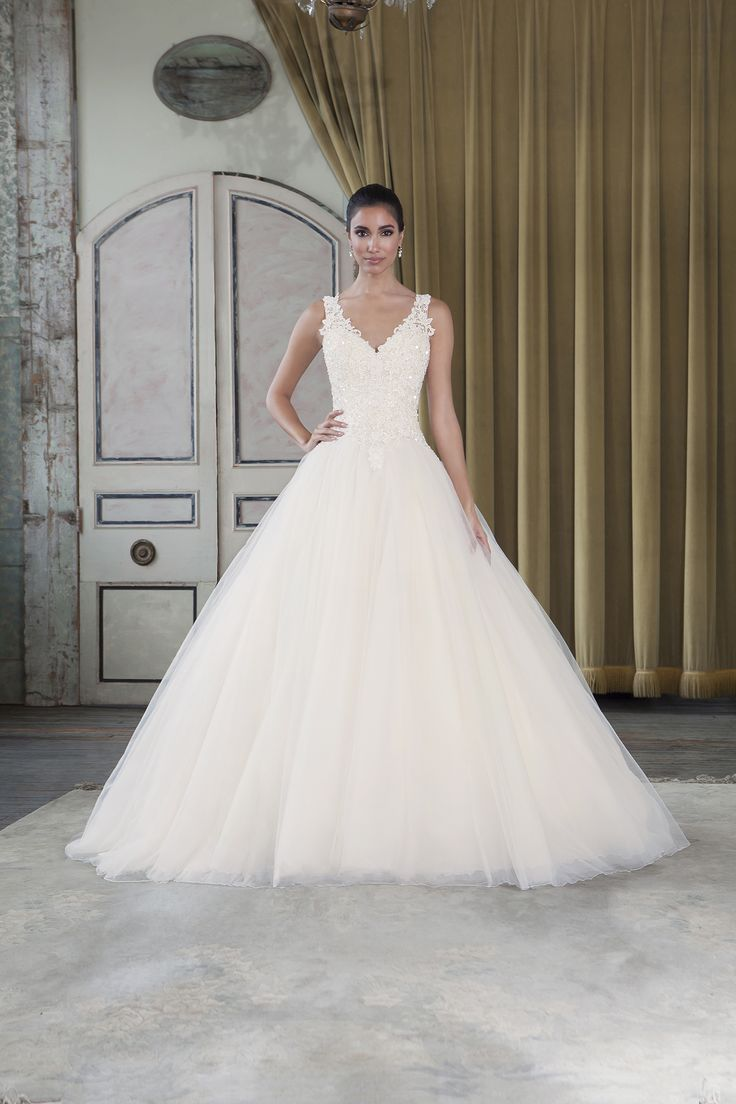 104 best Moliere Gowns images on Pinterest   Wedding frocks, Short ...