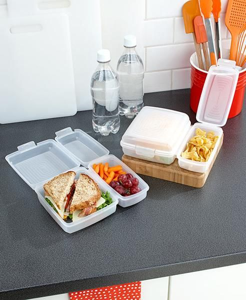 Pack lunch for yourself and a family member with this Set of 2 Divided Lunch Containers. Each container has 2 compartments that open and close separately using