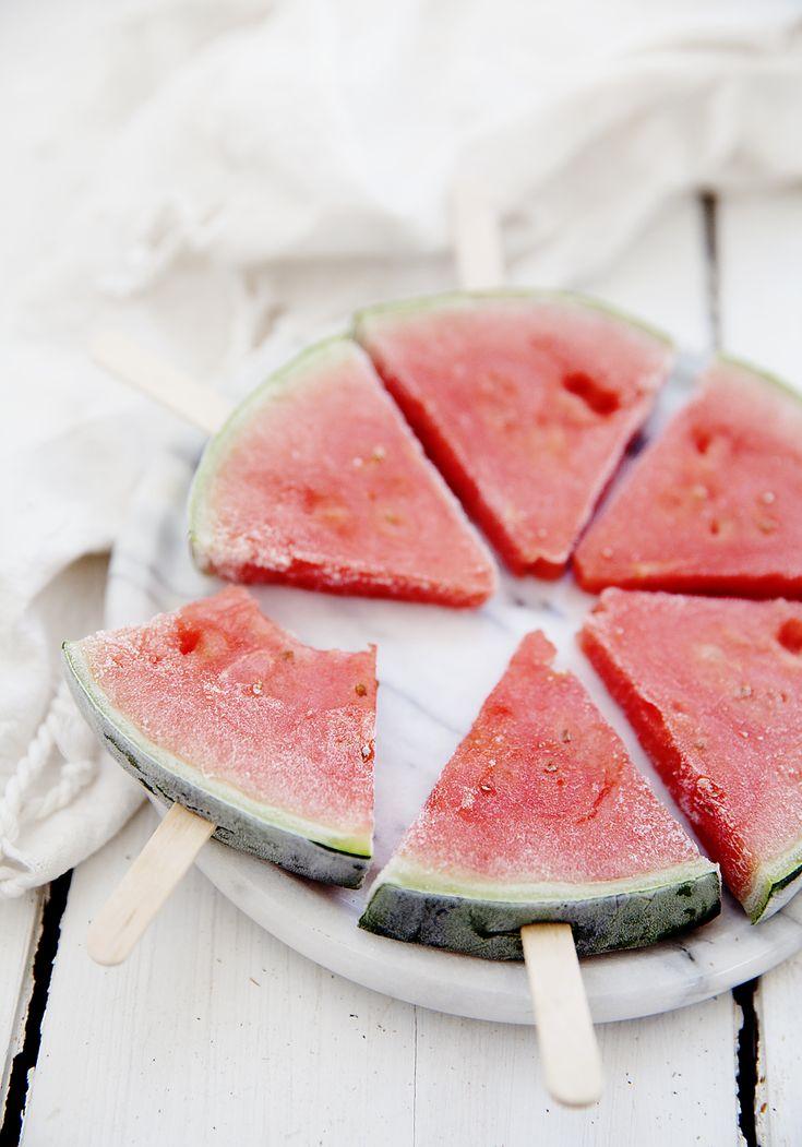 De här glasspinnarna är så enkla att jag nog får kalla det ett icke-recept, för vad man gör är helt enkelt bara att frysa frukt - i detta fall vattenmelon. Men jag tycker samtidigt att det är...
