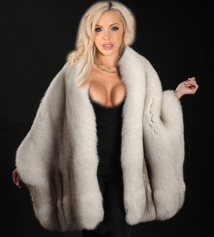 Nina Elle in een dikke bluefox cape. | Fur Site 61 ...