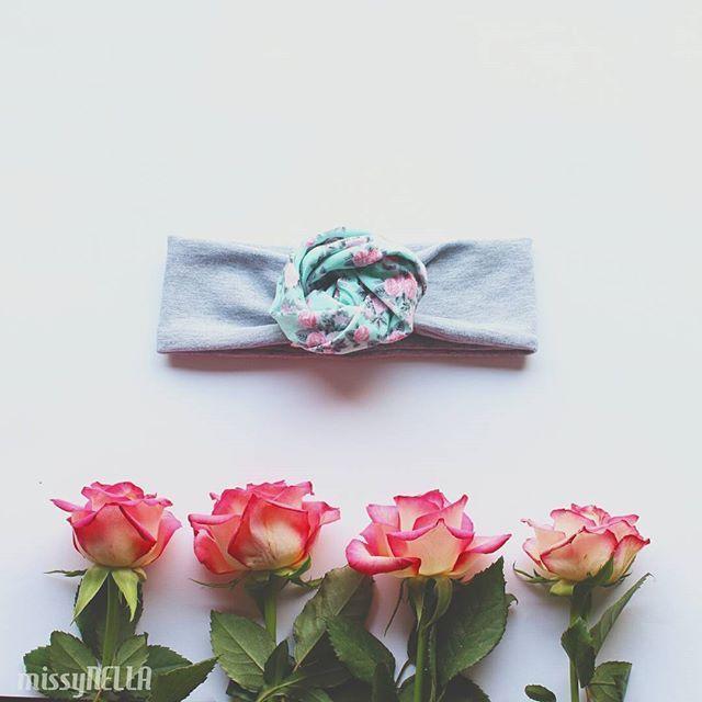 Uwielbiam Waszą wyobraźnię!! Czasami zamówienia tak mnie zaskakują...   Oto jeden z przykładów : opaska Rosa z Waszą ulubioną ostatnio mietową dzianiną w kwiatki  #rosa #opaska #headband #missynella #handmade #wiosna #spring