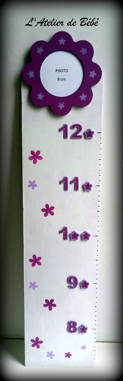 Toise en bois - Boutons fleurs fuchsia et lilas : Décoration pour enfants par l-atelier-de-bebe