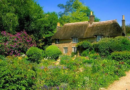 Hardys Cottage, Dorset, Thomas Hardy wrote Far From the Madding Crowd in his cottage which was built by his Grandfather. Distance from Shaftesbury to Bockhampton is 33 miles.