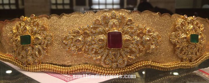22k gold bridal ottiyanam (vadanam) from Premraj Shantilal Jain Jewellers. The waist belt is studded with white stone and embellished with square shaped emeralds and rubies. Approximate weight 160 grams. For inquiries please contact 097000 09000. Related Posts22K Gold Vadanam with weight 150 Grams220 Grams Gold Lakshmi Ottiyanam130 Grams Gold Waist Belt70 Grams Gold Vadanam …