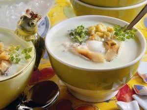 Geeiste Gurkensuppe mit Matjes - Im Sommer darf eine Suppe auch gerne einmal kalt sein.