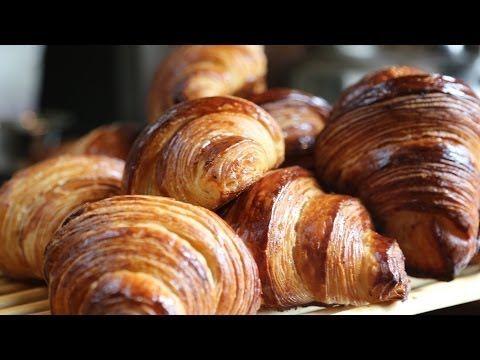 ▶ Toutes les astuces pour faire des croissants au beurre dans les règles de l'art ! - YouTube