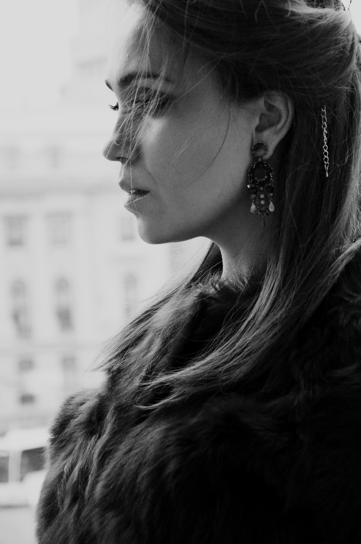 To Moscow with love… La Moscova poti fi un personaj de poveste. Inspira-te din tinutele personajelor cheie ale literaturii ruse. Am facut o vizita in concept store-ul Stefanel din Bucuresti (Piata...
