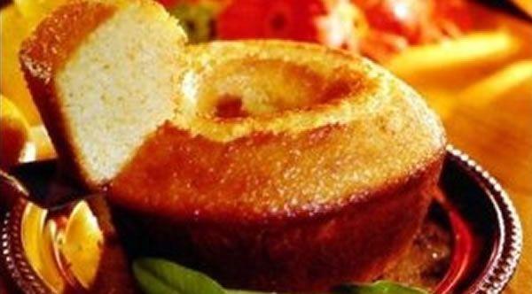 Se você quer um bolo de laranja fotinho e molhadinho, faça essa receita e se delicie no lanche ou café da manhã.