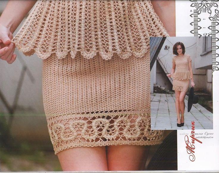 Lindo esse conjunto bege!   Reparem o detalhe do barrado da saia,   como a parte de cima da blusa.   Um primor!!!!!   Abaixo mais fotos co...