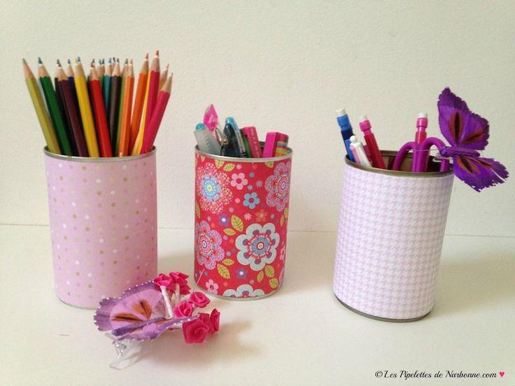 Fournitures scolaires personnalisées : des pots à crayons colorés
