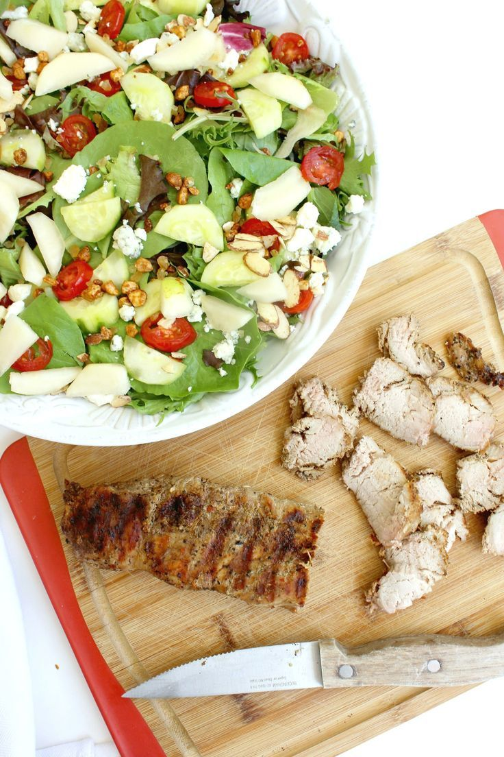 Looking for 30 minutes or less recipes?  I have the perfect meal that you can try.  It's my Roasted Garlic & Cracked Black Pepper Pork Loin Gorgonzola Salad.  Simple Summer Meals that everyone will love.  #ad #RealFlavorRealFast