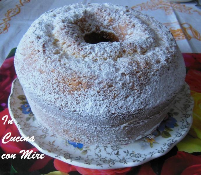 La chiffon cake morbida come una nuvola - Ciambella americana all'acqua, non credevo esistesse una ciambella cosi morbida.