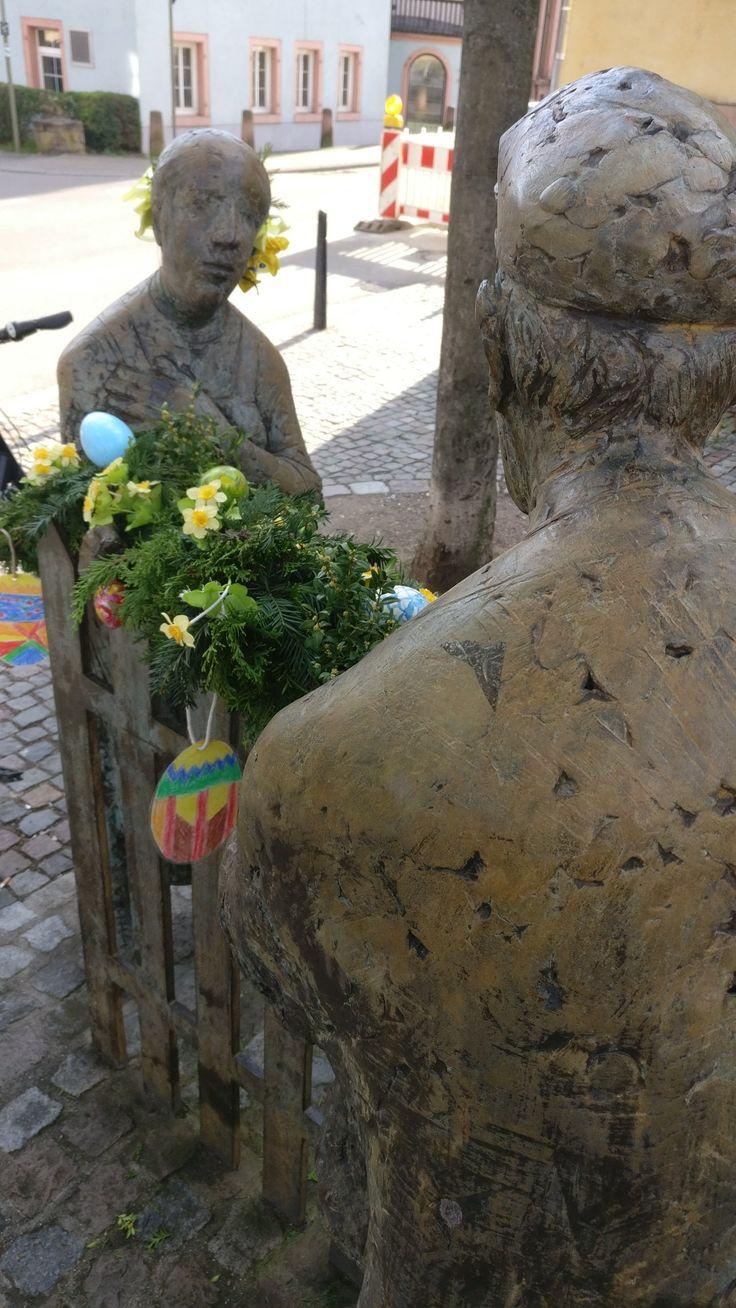 Osterschmuck Marktplatz Rathaus Feudenheim. Mannheim liebt Dich! - www.mannheimer.agency