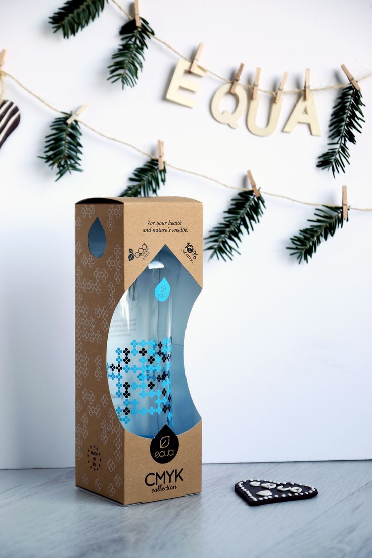CMYK SQUEEZE Cyan wrapped in design // SQUEEZE water bottles have now a design and sustainable gift wrapping. Inside the packaging you can also find our reuse idea for it. #equa #giftwrapping #waterbottle #equabottle #myequa