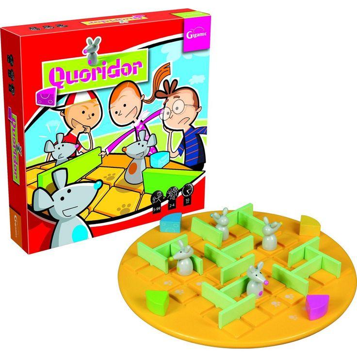 Quoridor Çocuk Nasıl Oynanır? 'Quoridor Çocuk' tamamı ile ahşaptan yapılmış tombiş farecikleri, peynir parçaları ve etrafından dolaşılacak engelleri olan bir oyundur. 2 veya 4 kişilik olan bu oyunda çocuklar ve yetişkinler farelerini olabildiğince hızlı bir şekilde karşı tarafa geçirmeye çalışırlar. Basit kuralları, hızlı hamle sırasıyla ve beklenmedik şans dönüşleriyle bütün aileye büyük bir eğlence yaşatmayi …
