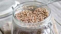 Pohanka patří mezi přirozeně bezlepkové obilniny, navíc má řadu pozitivních dopadů na lidský organismus. Je zaručeným zdrojem rutinu, který udržuje vdobré kondici krevní oběh a zvyšuje působení vitamínu C.
