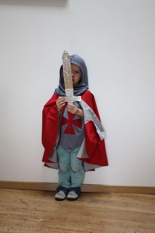 Les 25 meilleures id es de la cat gorie d guisement chevalier sur pinterest deguisement - Idee deguisement enfant ...