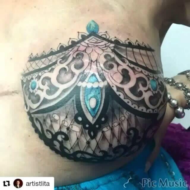 @artistlita - A mastectomy tattoo #mastectomy #mastectomytattoo #doublemastectomy  #mastectomie #mastectomia #mastektomi #mastektomie #mastectomi #breastcancer #brca #cancersurvivor #pinktattooday #cancersucks #tramflap #cancer #fuckcancer #scarcoverup #breastcancertattoo #hereditarycancer #geneticcounselling #genetictesting #montreal #brcasisterhood #mtl #tattoo #malebreastcancer #breasttattoo #nippletattoo #montreal #cancerdusein #tattooartist