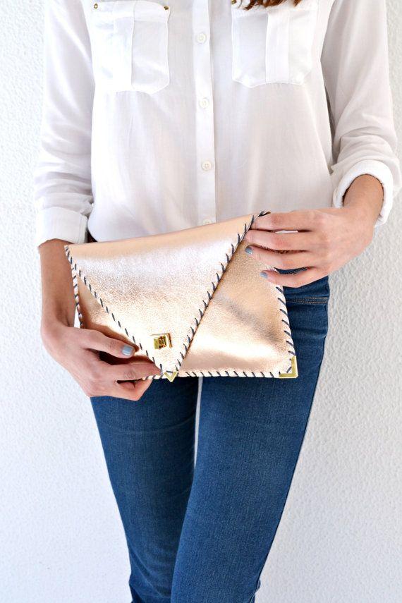 Cuero rosa oro embrague bolso de cuero hecho a mano / por AnaKoutsi
