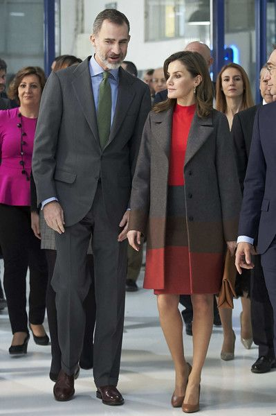 Queen Letizia of Spain Photos - King Felipe of Spain and Queen Letizia of Spain visit the 'Joma Sport' factory on January 19, 2018 in Portillo de Toledo, Spain. - Spanish Royals Visit 'Joma Sport'
