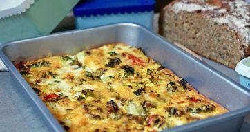 La denne omeletten bidr med cholin både fra eggeplommer og brokkoli og nyt både smaken og effekten på konsentrasjon og hukommelse.