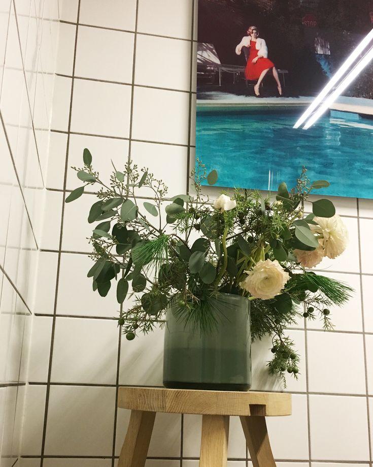 Flower bathroom. Yellow corner art