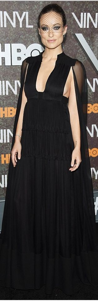 Olivia Wilde: Dress -Valentino Shoes – Kurt Geiger Jewelry – Eva Fehren Purse – Judith Leiber