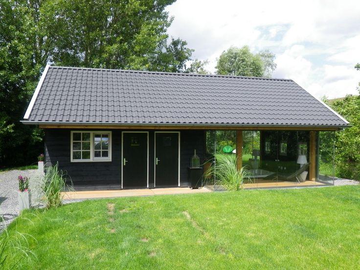 Donker Houtbouw vervaardigt stijlvolle tuinkamers van massief hout. Mooi in elke tuin! Bekijk foto's van tuinkamers op deze pagina. Vraag om ontwerp en offerte!
