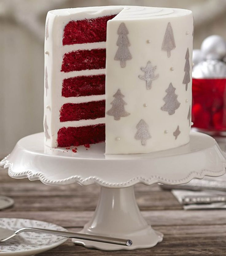 Learn how to make a silver bells christmas tree cake with for Decoration layer cake