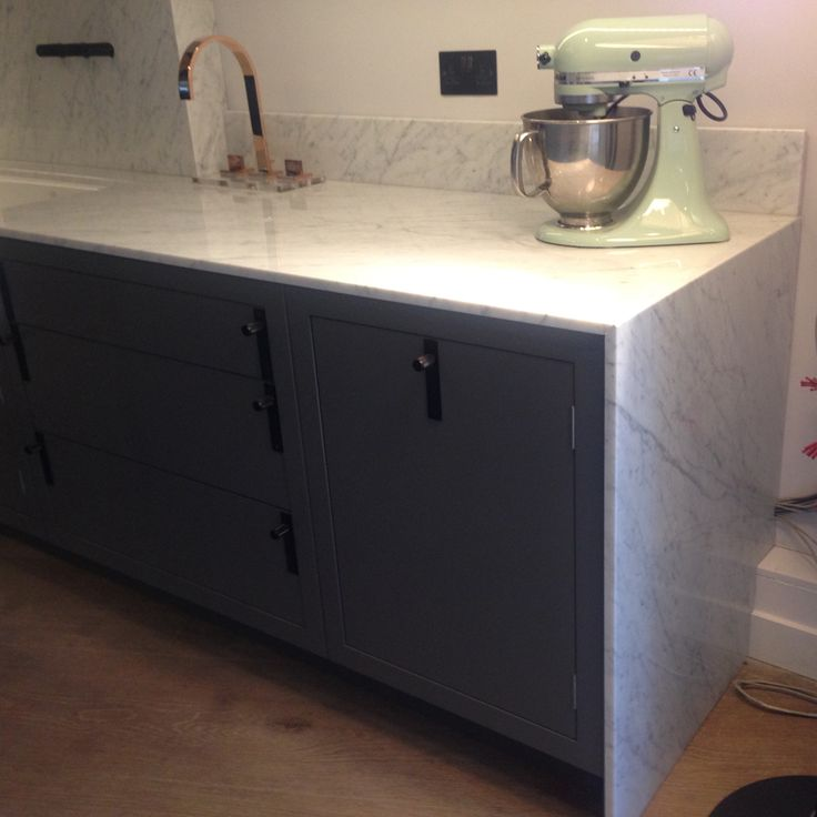 Bianco Carrara Kitchen Worktop, Vein Matched and Mitred Side Panel