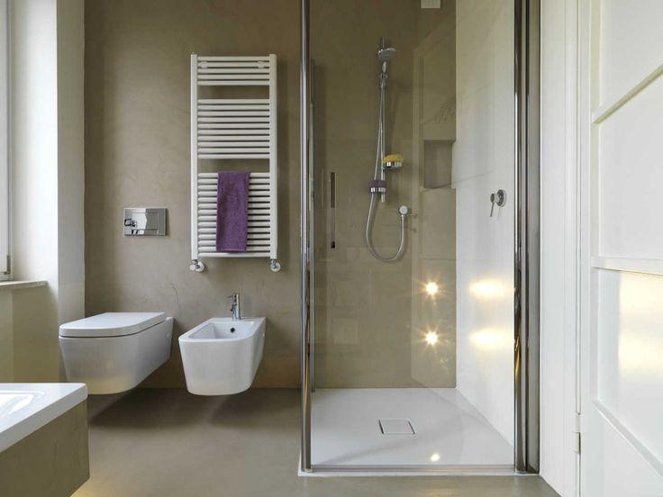Si el moho y las manchas de jabón se han apoderado de la puerta de vidrio de la ducha, hoy es el día indicado para acabar con este problema. Te