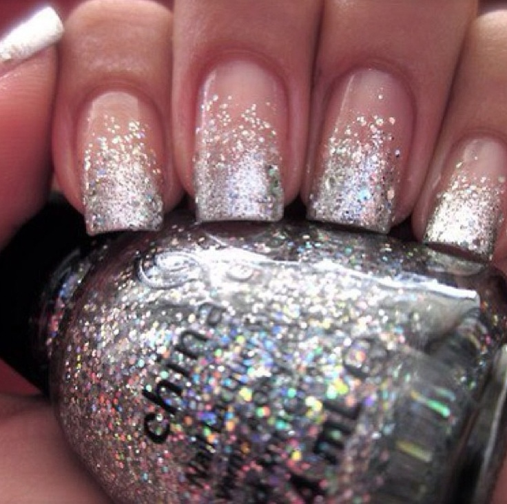 Silver Hombre Glitter Nails