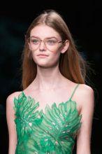 E già la mia passione sono gli occhiali da sole e da vista giacchè non porto le lenti a contatto tanto da cambiare montatura ogni due anni!!!Durante la Fashion Week milanese tutti i giganti della m…
