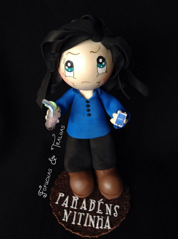Boneca em eva, caipirinha e telemóvel com facebook:)