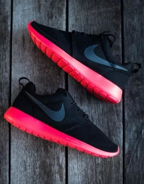 Thinking I may need a pair of Nike Roshes soon... Possibly these colors ☺️❤️