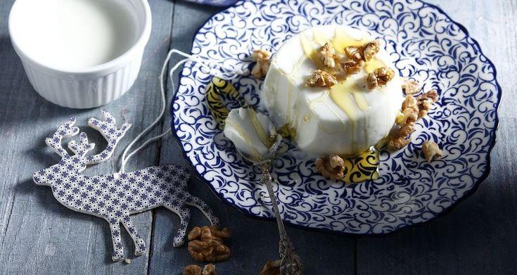 Πανακότα γιαούρτι με μέλι και καρύδια