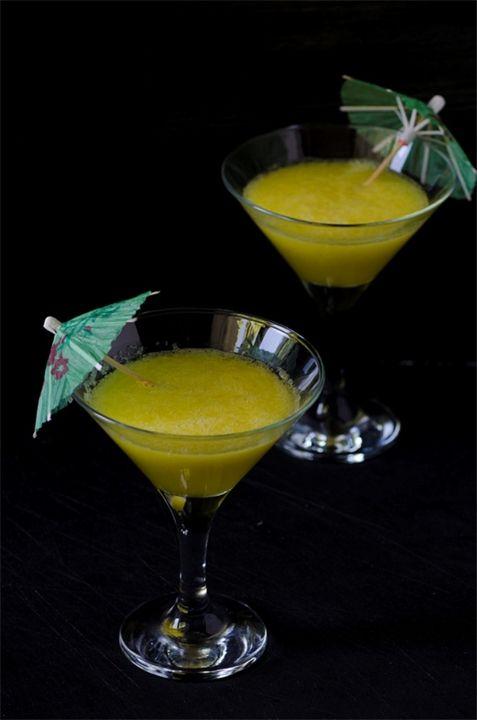 Лимонад из желтого арбуза Мой рецепт:Лимонад из желтого арбуза500-600 г арбузной мякотисахар по вкусу1 лимон1 л холодной воды (можно газированную)свежая мята или мятный сироп...