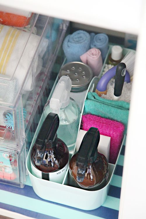 I'm inspired to get started with spring cleaning!! :-) Great tips from IHeart Organizing: IHeart an Organized Cleaning Caddy