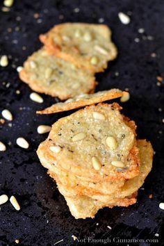 Parmesan and pine nut cheese lattices. crujiente de parmesano y piñones (2)