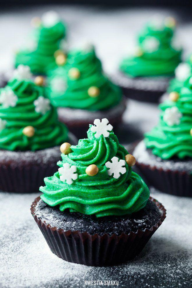 Muffins Christmas tree