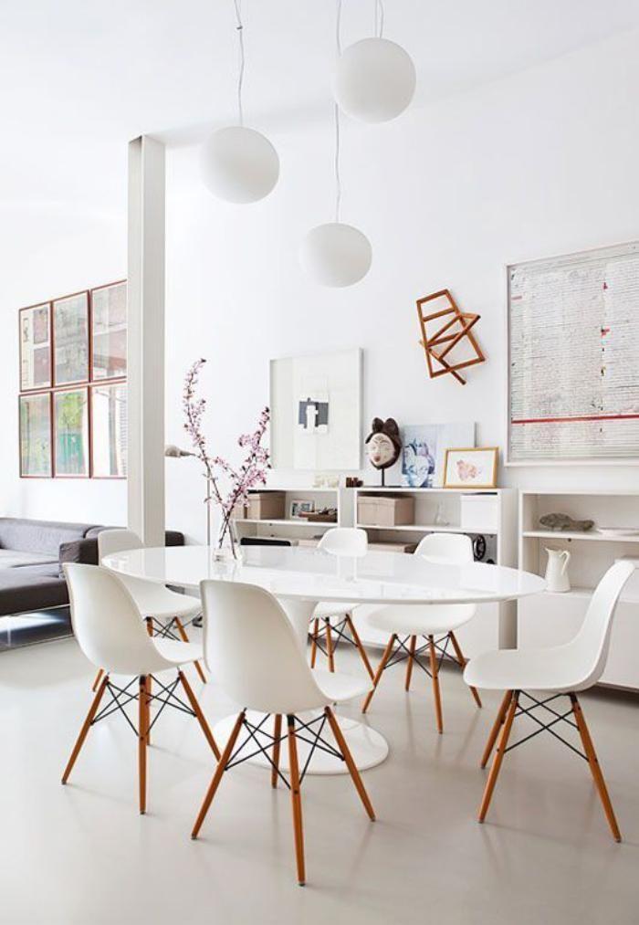 meuble style scandinave, table blanche ovale et chaises bois et résine